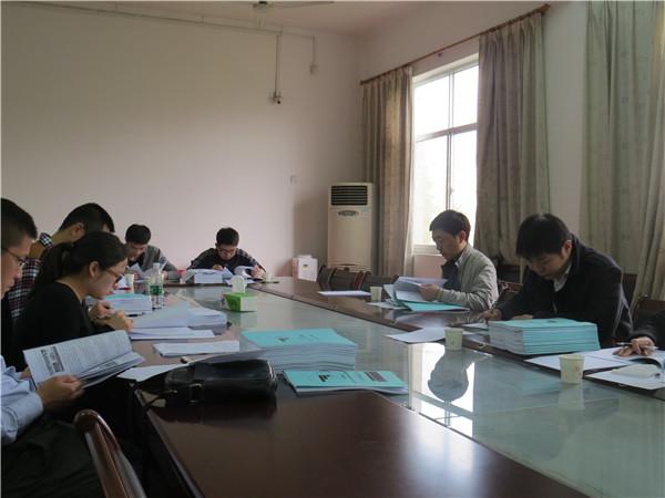 我校举行2013级硕士研究生学位论文内审和预答辩